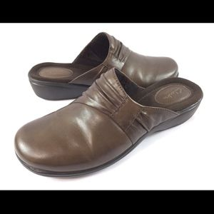 Clarks Artisan 7.5M Brown Mules Clogs Slides